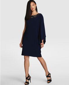 Vestido de fiesta asimétrico con pedrería en escote