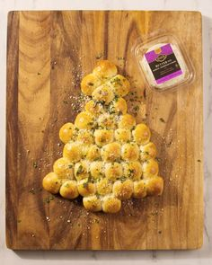 Spice up your holiday party with a cheesy pull-apart appetizer! 🎄 Shop all ingredients for pickup or delivery. Holiday party planning, Tree decorating, Holiday tradition-making Christmas Sweets, Christmas Baking, Holiday Foods, Holiday Ideas, Pull Apart Garlic Bread, Honey Sriracha Sauce, Refrigerated Pizza Dough, Pizza Ball, Bread Recipes