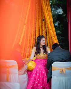 Offbeat Mehendi Outfits Spotted On Real Brides Desi Wedding Decor, Wedding Attire, Mehndi Decor, Mehendi, Mehndi Outfit, Girl Trends, Cape Dress, Looking Gorgeous, Indian Dresses