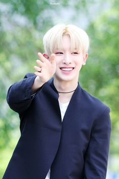 Monsta X | Wonho - He is radiant.. his inner beauty shines through so clearly...