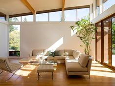 Modern White Living With High Clerestory Windows Modern Interior Design, Interior Architecture, Modern White Living Room, Clerestory Windows, Modern Exterior, Exterior Design, Living Spaces, Living Rooms, Living Area