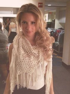 heather morris. Love the hair, love the outfit. :) ;P