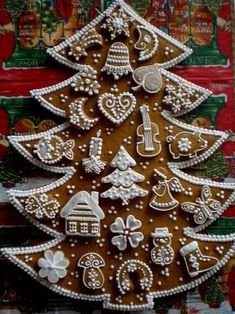 Very Talented. Just Beautiful. Christmas Goodies, Christmas Candy, Christmas Desserts, Gingerbread Decorations, Gingerbread Cookies, Christmas Decorations, Christmas Gingerbread House, Fancy Cookies, Xmas Food