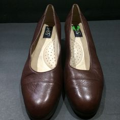 Solos Womens Shoes Brown Pumps 7.5 Med Leather 1.5 In Block Heel #Solos #PumpsClassics #WeartoWork