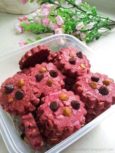 Red Velvet Cookies  http://mamafami.blogspot.com/2014/06/red-velvet-cookies-planta-seceria-air.html