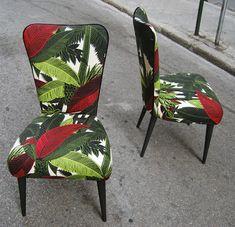 Sillas de comedor tapizadas con tela tropical