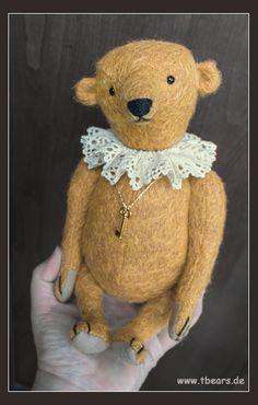 Sunbeam, 27 cm. Antique style teddy bear by Karin jehle of Lovable Fellows.