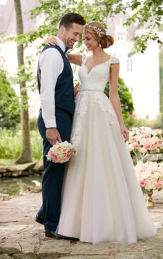 Taft en Tule Wedding Dress Stella York Trouwjurk Bruidsjurk Simpel Princes Stoer Lace Blush Pink Ivoor Ivory V-Hals Open Rug