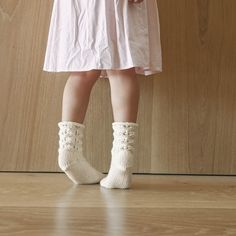Socken über Socken {Modelle und Garne}   Maschenfein :: Strickblog Ballet Dance, Dance Shoes, Garne, Slippers, Fashion, How To Knit Socks, Awesome Christmas Gifts, Knitting Socks, Inside Shoes