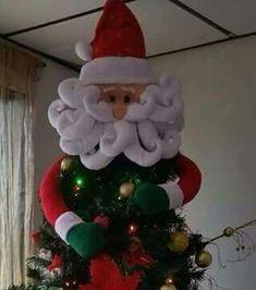 Valéria Luiz's media content and analytics Easy Christmas Ornaments, Silver Christmas Decorations, Christmas Tree With Gifts, Christmas Tree Themes, Christmas Makes, Christmas Crafts For Kids, Felt Christmas, All Things Christmas, Simple Christmas