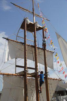Surmonter le vertige et grimper au mât. Aucun problème pour ces matelots en…