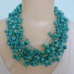 Maxi colar feito com sementes de açaí turquesa.  Escolha a cor Desejada:  Turquesa  Branco  Preto  Amarelo  Marrom  Rajada  Pink  Vermelho  Verde Claro  Verde Escuro  Roxo  Laranja  Lilás R$ 25,00