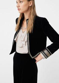 - Jacket Designs - Veste velours à liserés - Femme Velvet jacket with edging Boho Fashion, Fashion Dresses, Womens Fashion, Fashion Trends, Velvet Jacket, Mode Style, Mantel, Jackets For Women, Couture