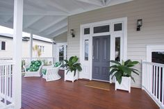 See inside the Brisbane Hamptons-style display home by Garth Chapman Queenslanders. Hamptons Style Decor, Hamptons House, The Hamptons, Queenslander House, Weatherboard House, Outside House Colors, House Front Door, Front Doors, Exterior Paint Colors For House