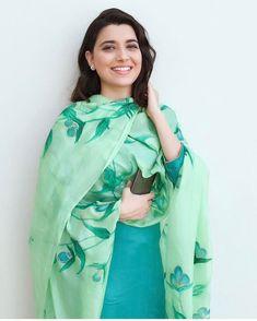 Choies Sexy Women Blue White Off Shoulder Ruffle Casual Beach Sun Crop Top Shirt… Dress Indian Style, Indian Dresses, Indian Outfits, Indian Clothes, Churidar Designs, Kurta Designs Women, Indian Attire, Indian Wear, Nimrat Khaira Suits