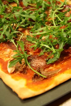 http://mythineats.com/2012/03/15/in-a-rush-try-this-delicious-homemade-pizza/
