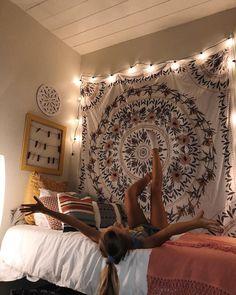 59 Lovely Dorm Room Organization Ideas On A Budget - College dorm ideas - Cute Room Ideas, Cute Room Decor, Uni Room, College Dorm Rooms, Room Tapestry, Rooms With Tapestries, Tapestry On Ceiling, Dorm Room Designs, Dorm Room Organization