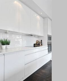 Dark, light, oak, maple, cherry cabinetry and wood kitchen cabinets cherry. CHECK THE PIC for Lots of Wood Kitchen Cabinets. Home Kitchens, Contemporary Kitchen, Kitchen Design, White Modern Kitchen, Kitchen Renovation, White Kitchen Design, Home Decor Kitchen, Kitchen Interior, Kitchen Cabinets Decor