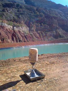"""Determinación de la densidad """"in situ"""" por el método de la arena (UNE 103.503).   Ensayo realizado por LACOTEC en balsa de lodos de la mina de oro de El Valle-Boinás (Belmonte)."""