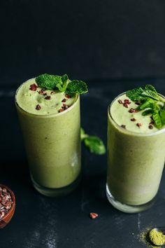 Vegan Mint Matcha Shamrock Shake! 6 simple ingredients, Naturally Sweetened, SO delicious! #vegan #glutenfree #mint #shamrock #cacao #minimalistbaker