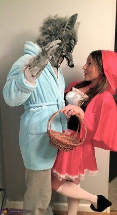 Little Red Riding Hood & the Big Bad Wolf Costume. Stylish Couple Costumes for Halloween. Halloween Kostüm Joker, Wolf Halloween Costume, Cute Couple Halloween Costumes, Looks Halloween, Halloween 2017, Halloween Outfits, Couple Costumes, Group Halloween, Homemade Halloween