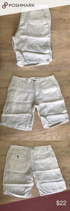 """Old Navy Lightweight Linen Shorts Men's lightweight shorts in like new condition! Only worn once. Wrinkled due to how it's been folded in storage, will be ironed for buyer. Waist: 17"""" Length: approx. 19.5"""" Inseam: 9"""". Very light tan color. No trades. Old Navy Shorts"""