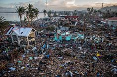 IlPost - 1°premio storie, General News - Chris McGrath, TYPHOON HAIYAN 17 novembre 2013 Un litorale distrutto dal tifone Hayan, a Tacloban City, Leyte, Filippine.  (World Press Photo 2014)