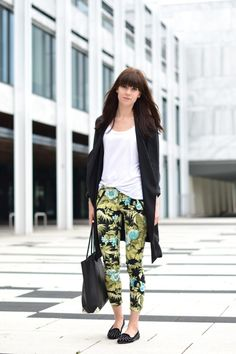 Black coat : Stylein via Nelly / White tee: Zara / Tropical printed trousers: Zara
