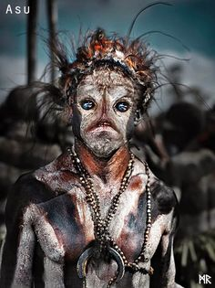 Papua, New Guinea // photo by Suchet Suwanmongkol Cultures Du Monde, World Cultures, We Are The World, People Around The World, Beautiful World, Beautiful People, Homo, Tribal People, Interesting Faces
