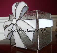 Stained Glass Candle Box with Bow Stained Glass Light, Stained Glass Ornaments, Tiffany Stained Glass, Making Stained Glass, Stained Glass Christmas, Stained Glass Designs, Stained Glass Panels, Stained Glass Projects, Stained Glass Patterns