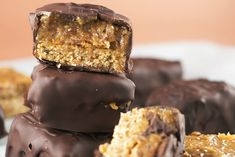 http://www.onegreenplanet.org/vegan-recipe/raw-vegan-twix-bars-with-banana-date-caramel/