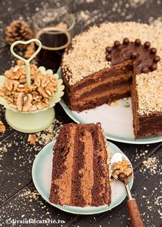 TORT DE CIOCOLATA CU NUCA SI ROM DE POST | Diva in bucatarie Vegan Sweets, Sweets Recipes, Vegan Desserts, Romanian Food, Good Food, Yummy Food, Dessert Drinks, Vegan Cake, Aesthetic Food