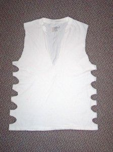 DIY: White T-shirt tied down the sides