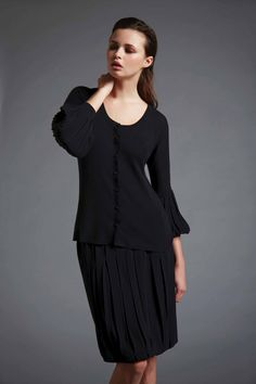 Round neck cardigan. Plated skirt.