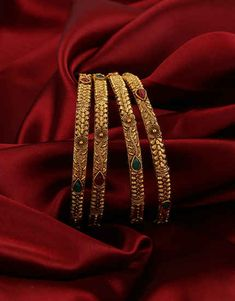 Anuradha Art Jewellery offers beautiful collection of traditional bangles in classic look. You will range of ethnic bangles in and size. To see more designs visit our website: Gold Bangles For Women, Gold Bangles Design, Gold Jewellery Design, Kundan Bangles, Gold Armband, Antique Jewellery Designs, Mens Diamond Wedding Bands, Bangle Set, Jewelry Art
