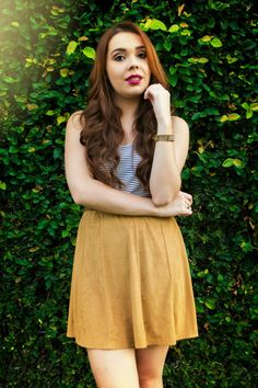 Look do dia cropped listrado com saia de suede caramelo e sandália branca melissa flox #lookdodia #ootd #girl #suede #skirt #cropped #fashion