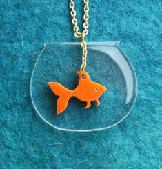 Goldfish Bowl Kawaii Necklace Gold fish Necklace Fish by bugga Shrinky Dinks, Resin Jewelry, Jewelry Crafts, Handmade Jewelry, Shrink Plastic Jewelry, Jewlery, Jewelry Necklaces, Plastic Fou, Shrink Art