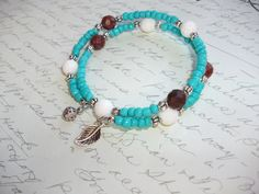 Turquoise memory wire bracelet with white coral and red jasper beads de la boutique BijouxdeBrigitte sur Etsy Memory Wire Bracelets, Beaded Bracelets, Bracelet Fil, Turquoise, Red Jasper, Boutique, Etsy, Jewelry, Bohemian Style