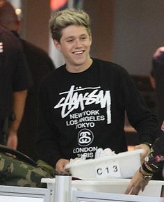 """Niall at jfk airport<<< HAHAHAHAHA! I thought that stood for """"Just Kidding""""!! HAHAHA! Wow. That was an unpleasant thought. :'D"""