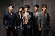 Kpop (Korean Pop/Gayo) é um gênero musical criado na Coreia do Sul nos anos 90 e atualmente é reconhecido no mundo todo