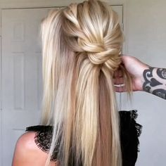 Hair styling Hair by Trend Trendy Hair Hairstyles Makeup Beauty Beauty Tips For Hair, Hair Beauty, Medium Hair Styles, Long Hair Styles, Hair Arrange, Hair Affair, Love Hair, Hair Videos, Hair Hacks