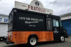 35 Amazing Food Truck Design Ideas You want to run your food truck business, then you should look at this 35 amazinng food truck design ideas. We bring some best examples design for Amazing Food Truck Design Ideas - Enthusiastized Pizza Food Truck, Coffee Food Truck, Food Cart Design, Food Truck Design, Bakery Design, Food Truck Business, Spring Rolls Vegan, Pickup Trucks, Big Trucks