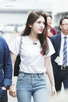 Pin Image by Celebrity Kusmia Kpop Fashion, Daily Fashion, Korean Fashion, Jeon Somi, Kpop Outfits, Girl Outfits, Fashion Outfits, Jennie Lisa, Purple Fashion