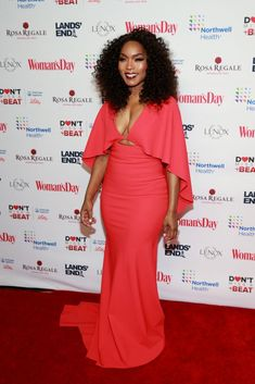 Angela Bassett In Greta Constantine – Woman's Day Celebrates Annual Red Dress Awards Best Picture For REd dress corto For Your Taste You are look Celebrity Red Carpet, Celebrity Dresses, Celebrity Style, Angela Bassett, Women Lawyer, Moda Plus Size, Dress Makeup, Cutout Dress, Celebs