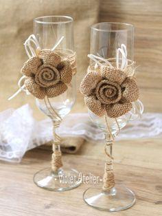 Boda rústica tostado flautas arpillera flores vidrios