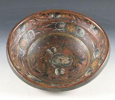 Rosemalt ølbolle med eierinitialer og utydelig datering i bunnen, 1800 t. D: 28 cm. Prisantydning: ( 2000 - 3000) Solgt for: 2800