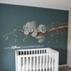 Muurschildering me to you beer op de babykamer.