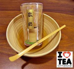 Matcha, es el té verde en polvo utilizado en la ceremonia del té japonés, pero debido a su rico sabor se ha extendido su uso también al ámbito cotidiano. A pesar de su ceremonioso origen, no es tan complicado de preparar en casa. Preparar Matcha no difiere mucho de la forma de preparar otro tipo de té... todo depende del tiempo con el que contemos y si lo preparamos para nosotros o para nuestros invitados tres formas de hacerlo en…