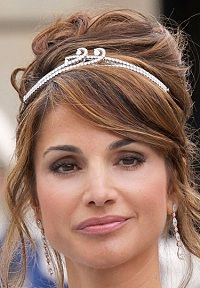 Boucheron Bracelet Tiara worn by Queen Rania of Jordan. Designed by Boucheron in 2008. Converts to both a tiara and a bracelet.