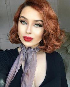 Regardez cette photo Instagram de @rosymelina • 2,878 mentions J'aime Bright Red Hair, Red Hair Color, Brown Hair Colors, Vintage Hairstyles, Cool Hairstyles, Velvet Hair, My Hairstyle, Girl Short Hair, Ginger Hair